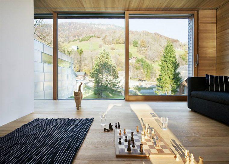 Интерьер с шахматами на полу