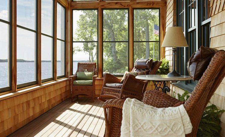 Окна из дерева на веранде